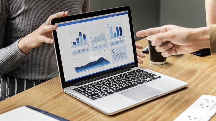 How to create compelling financial reports